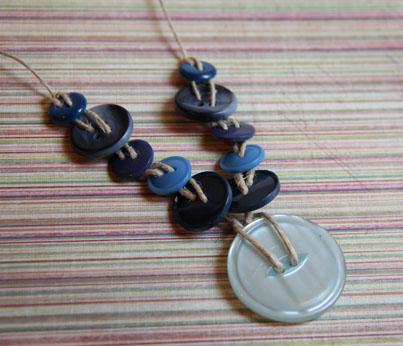 Blue button chain (2)